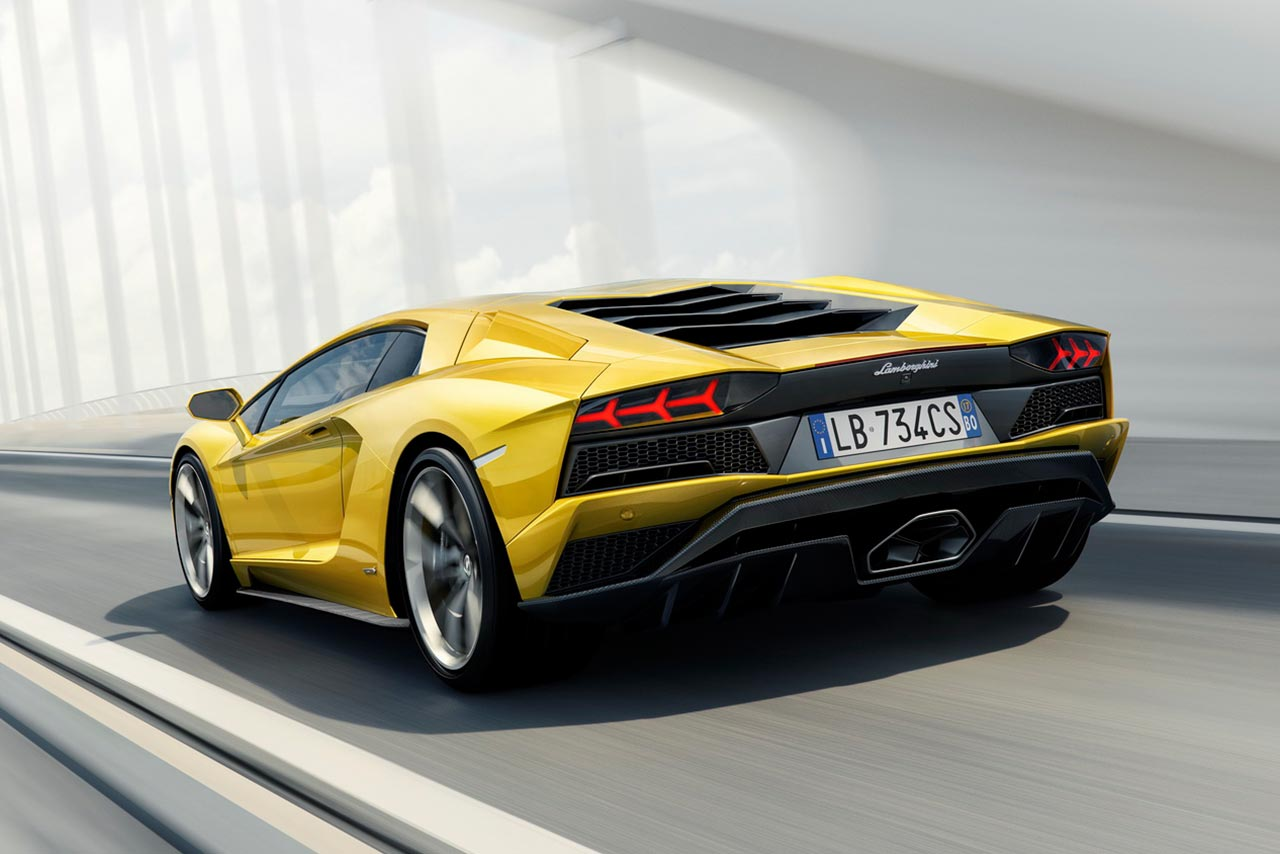 2017 lamborghini aventador s now available in india for inr crore autobics. Black Bedroom Furniture Sets. Home Design Ideas
