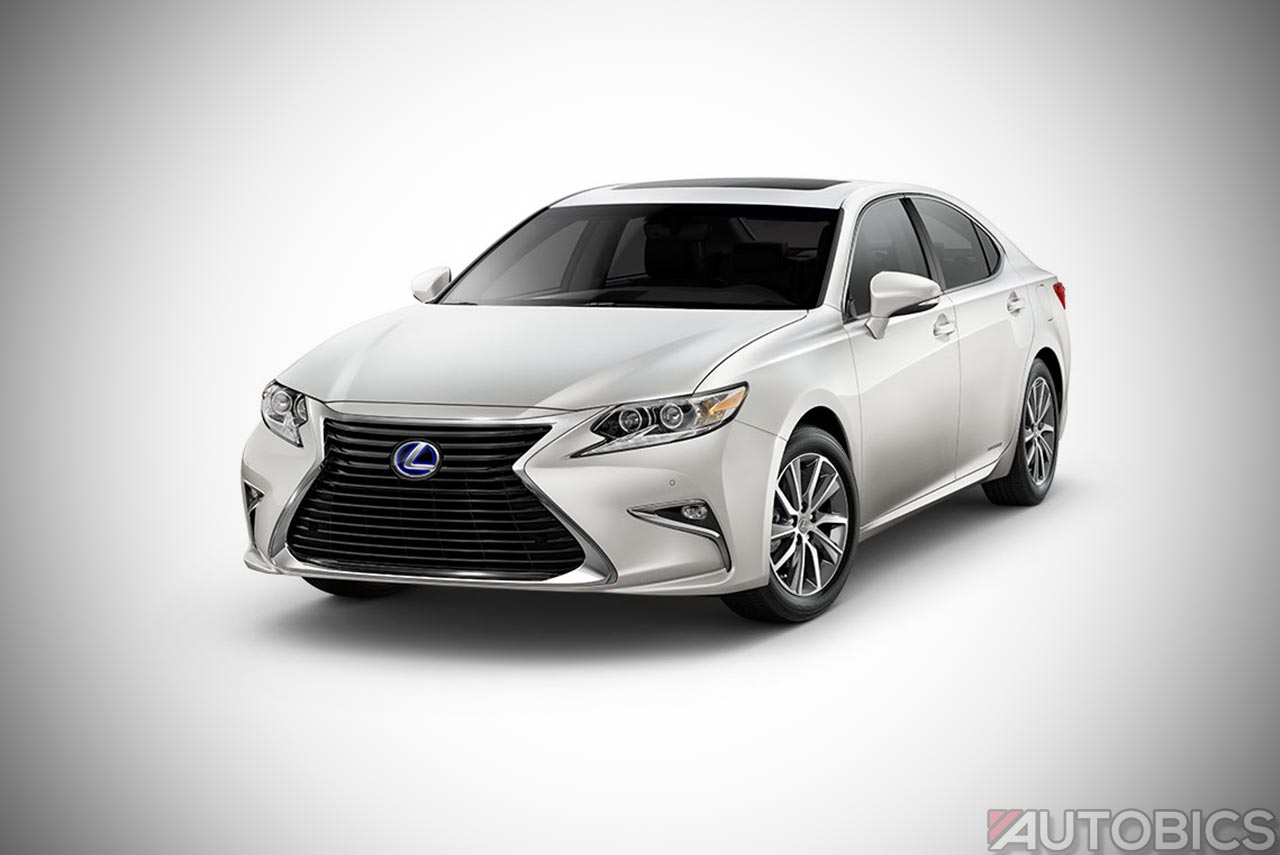2017 Lexus Es300h Front Right View