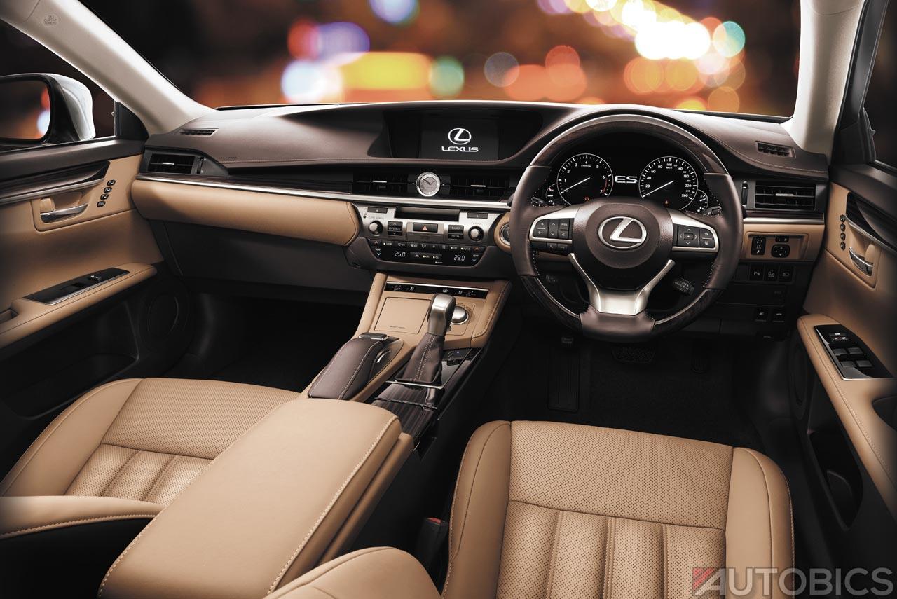 2017 Lexus Es300h Interior