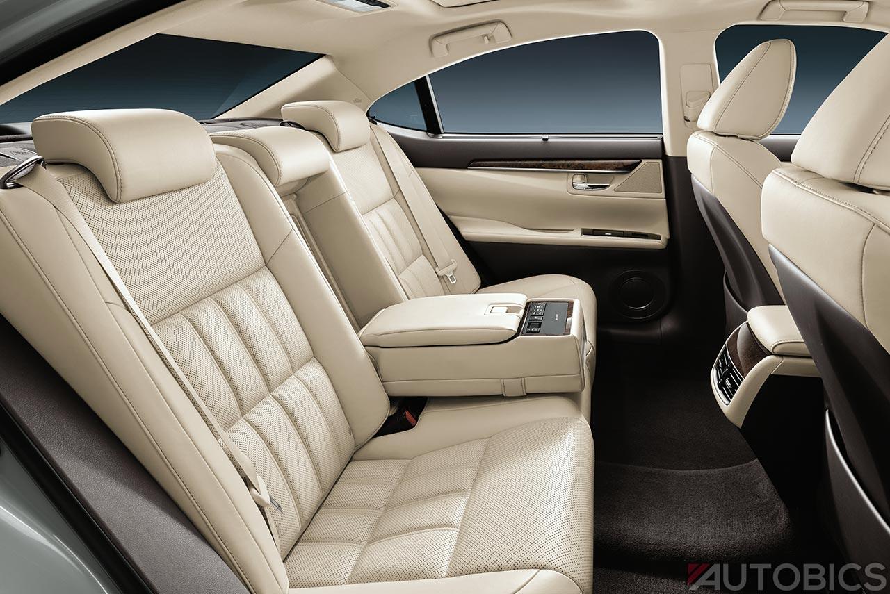 2017 Jeep Concept Vehicles >> 2017 Lexus ES300h rear seats | AUTOBICS
