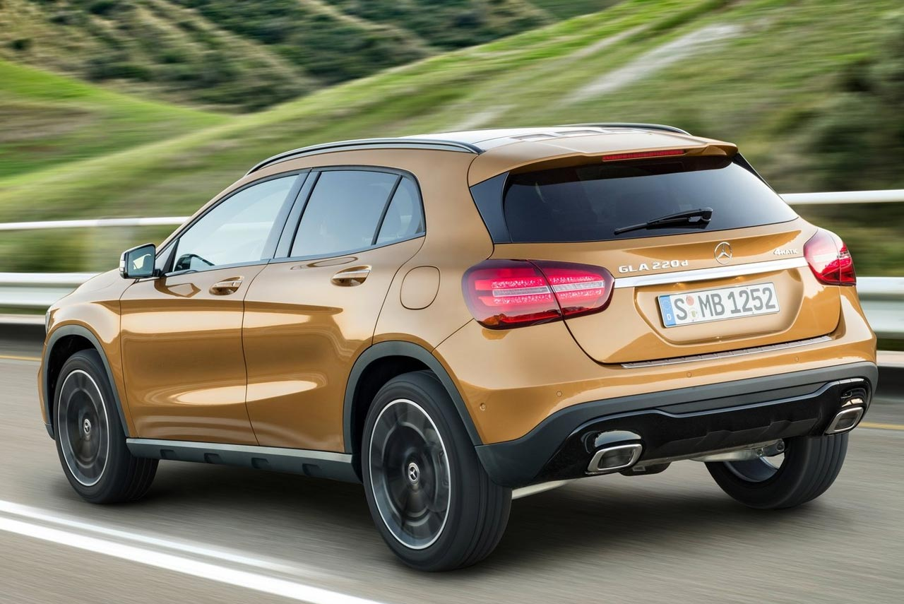 The new 2017 mercedes benz gla launched in india autobics for Mercedes benz 07