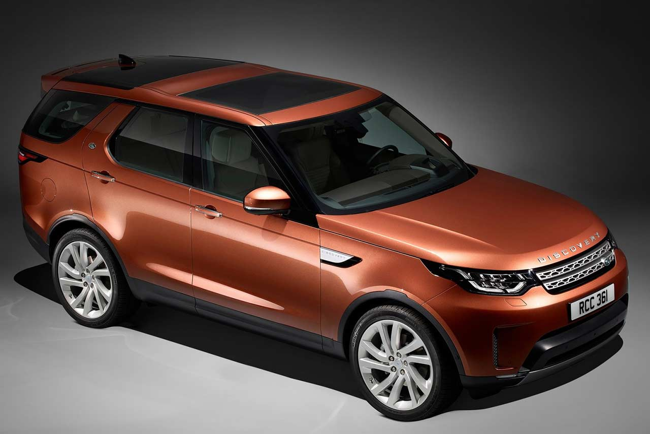 2017 land rover discovery front quarter studio