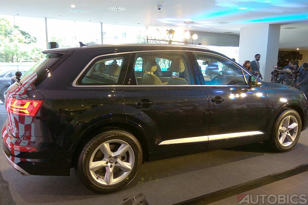 audi q7 40 tfsi quattro launched in india autobics. Black Bedroom Furniture Sets. Home Design Ideas