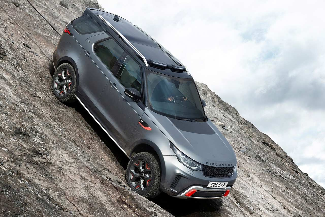 2017 land rover discovery svx front right