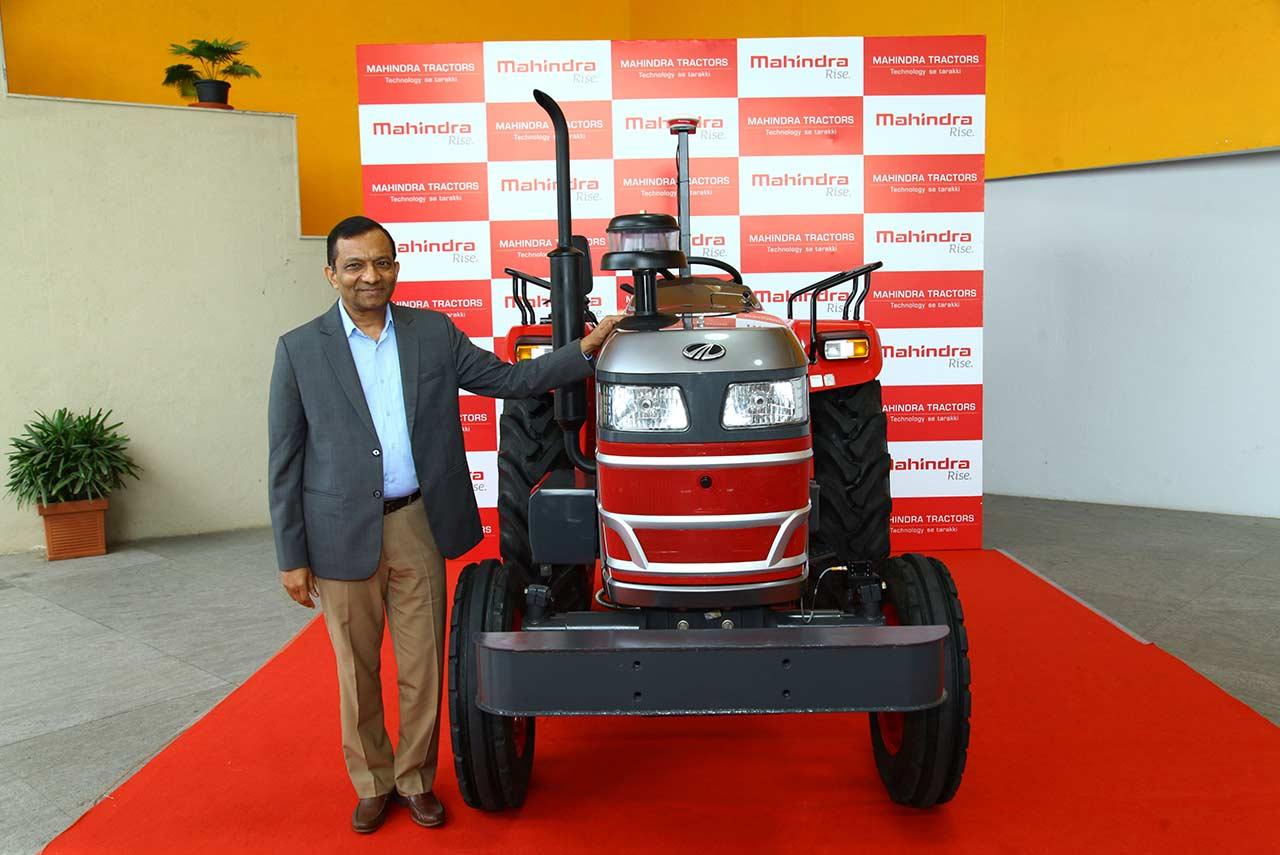 first mahindra driverless tractor with dr pawan goenka