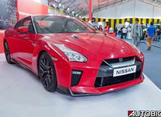 2017 nissan gtr india mumbai vibrant red front right