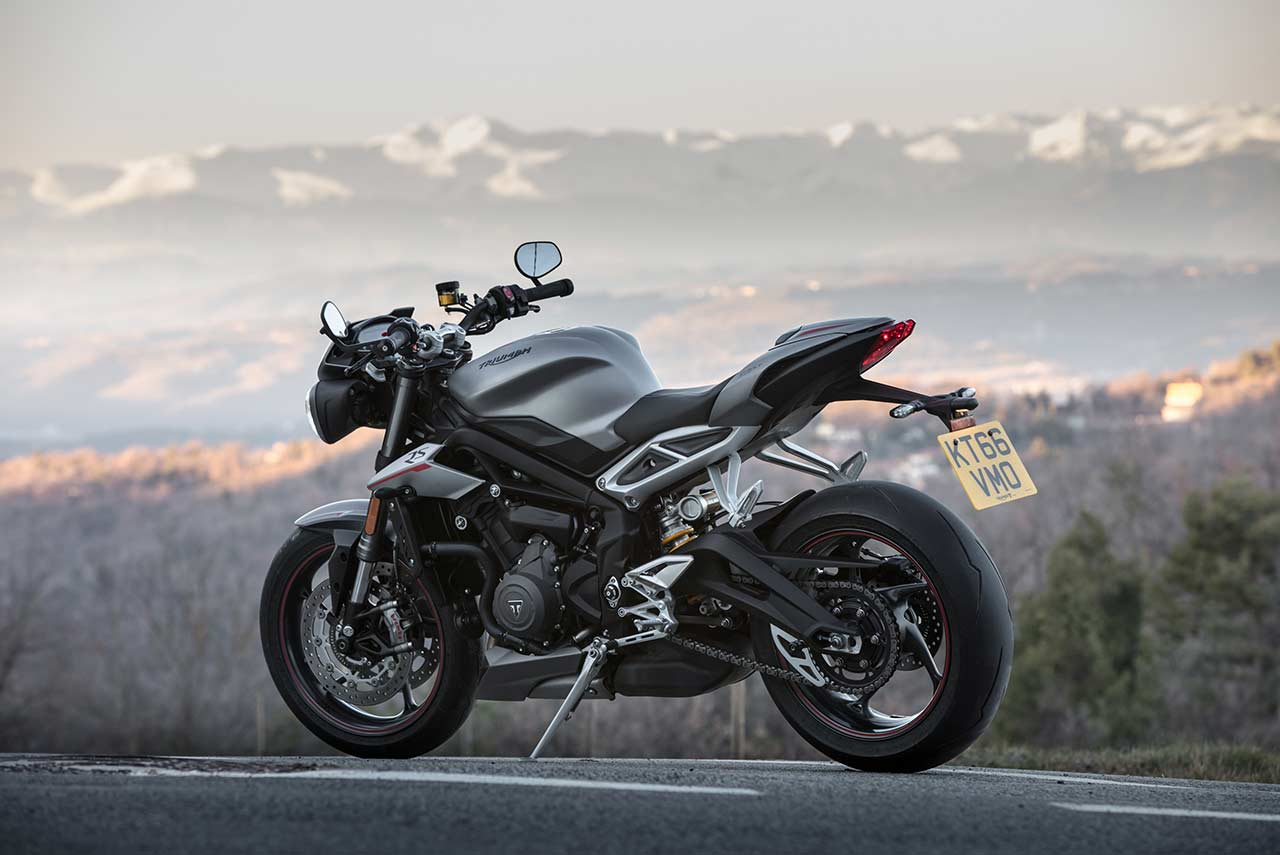 triumph street triple rs launched in india at inr lakh autobics. Black Bedroom Furniture Sets. Home Design Ideas