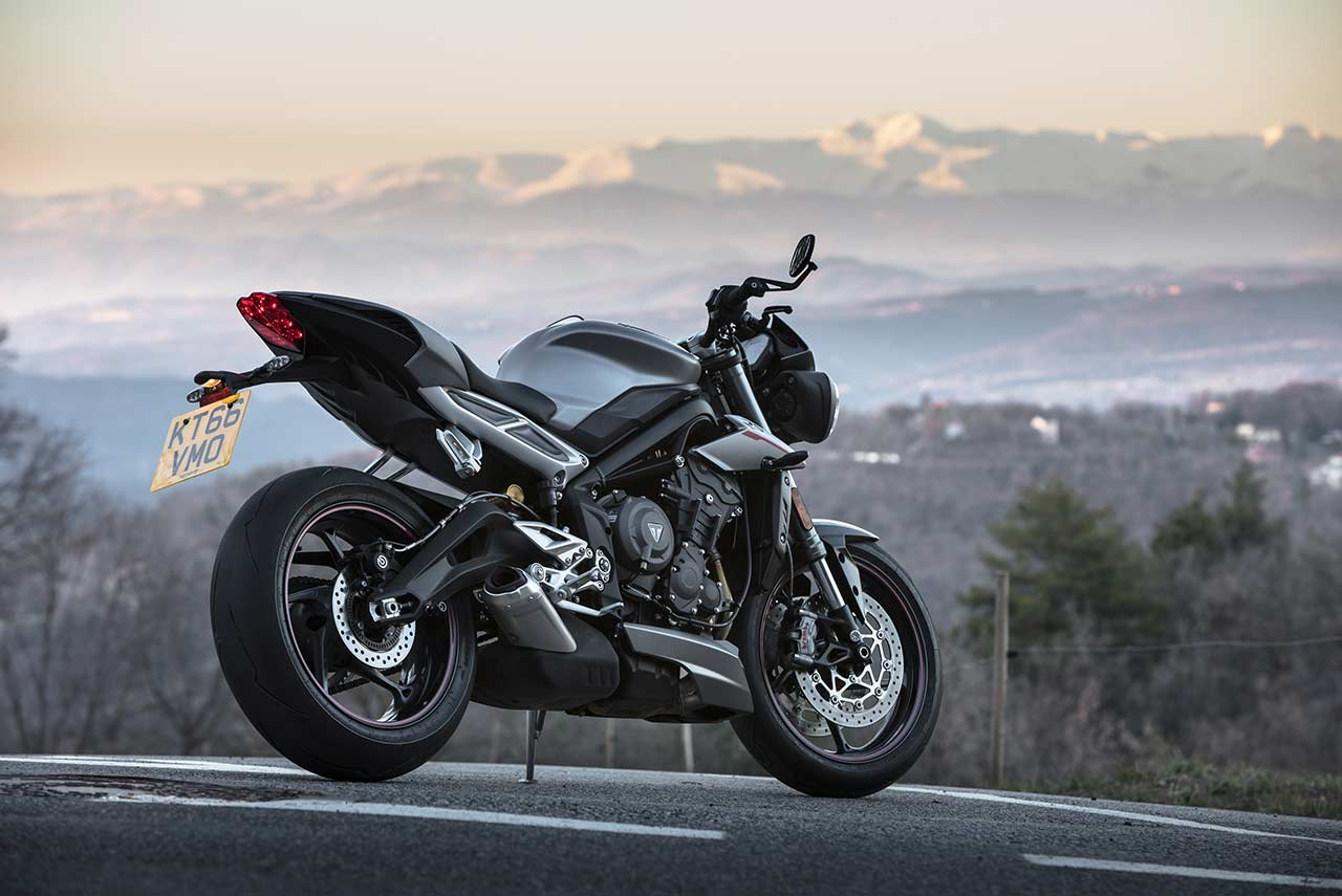 triumph street triple rs now available in 2 new colour options in india autobics. Black Bedroom Furniture Sets. Home Design Ideas