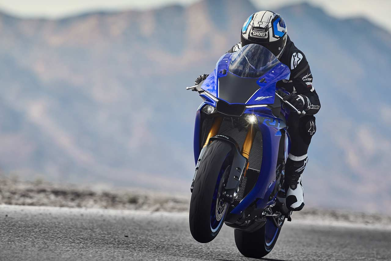 Yamaha YZF-R1 2018 Wheelie