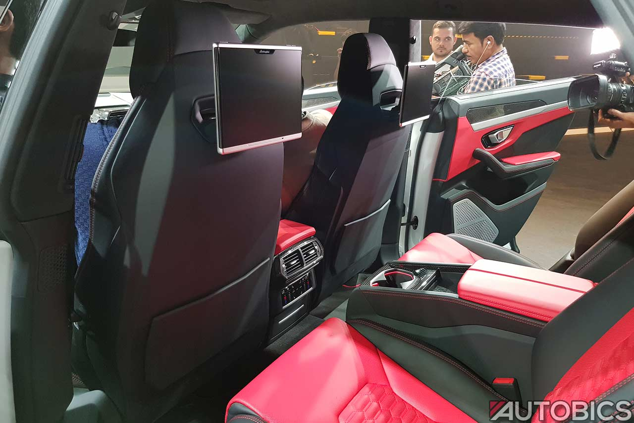 2019 Lamborghini Urus Rear Entertainment Screens