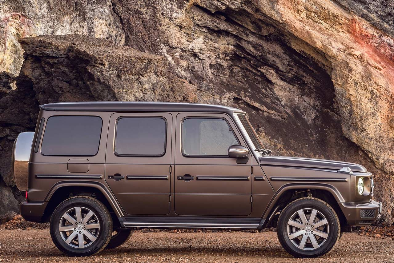 the new 2019 mercedes benz g class is here autobics. Black Bedroom Furniture Sets. Home Design Ideas