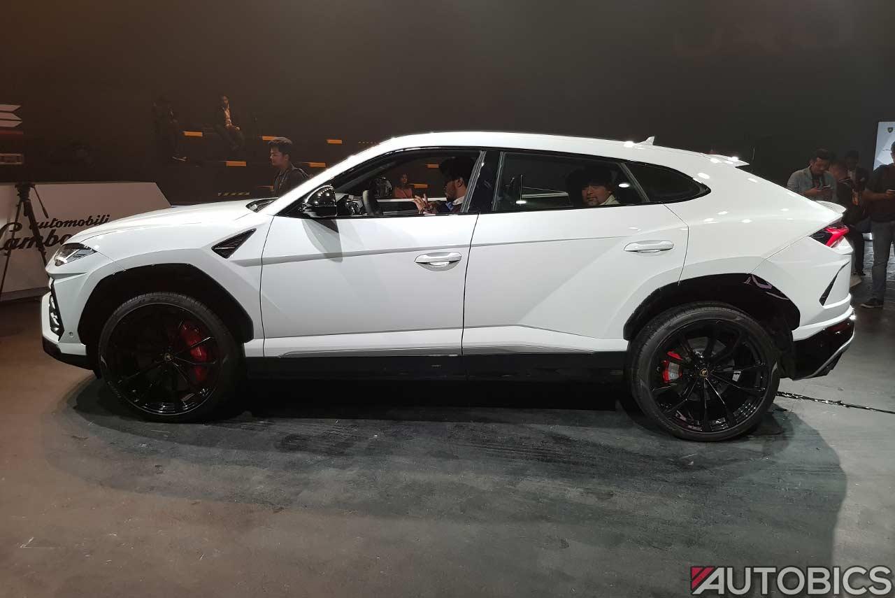 Lamborghini Urus 2019 Left White Autobics