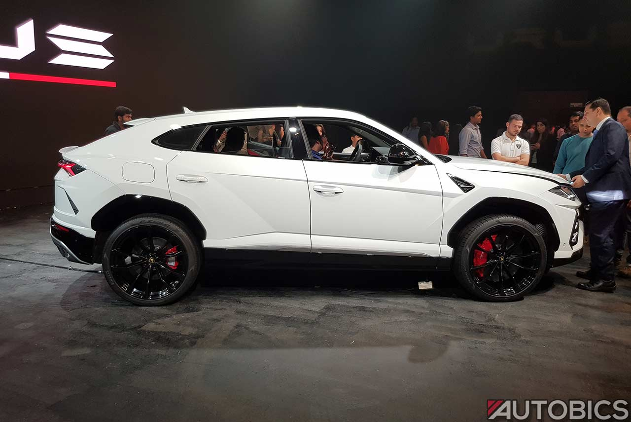 Lamborghini Urus 2019 Right White Autobics
