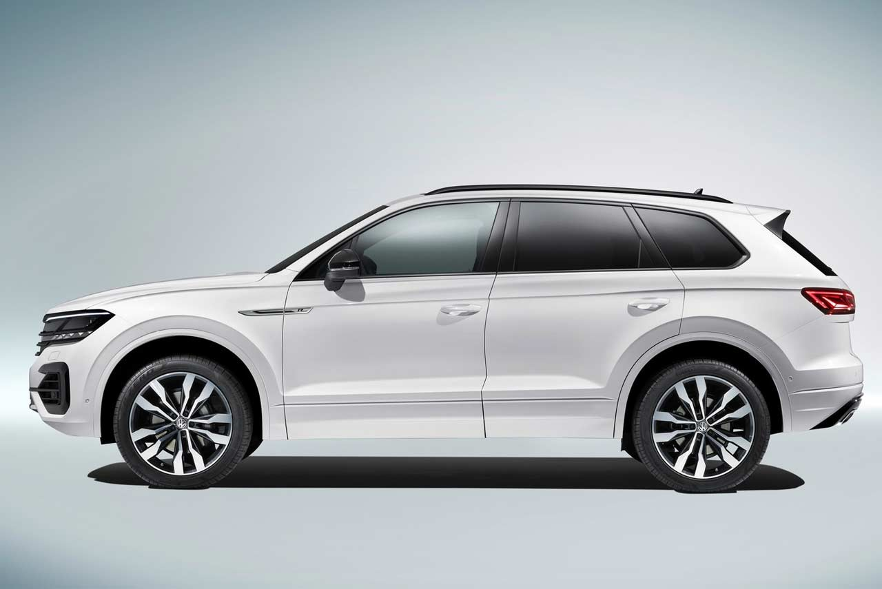 2019 VW Touareg R-Line White Side | AUTOBICS