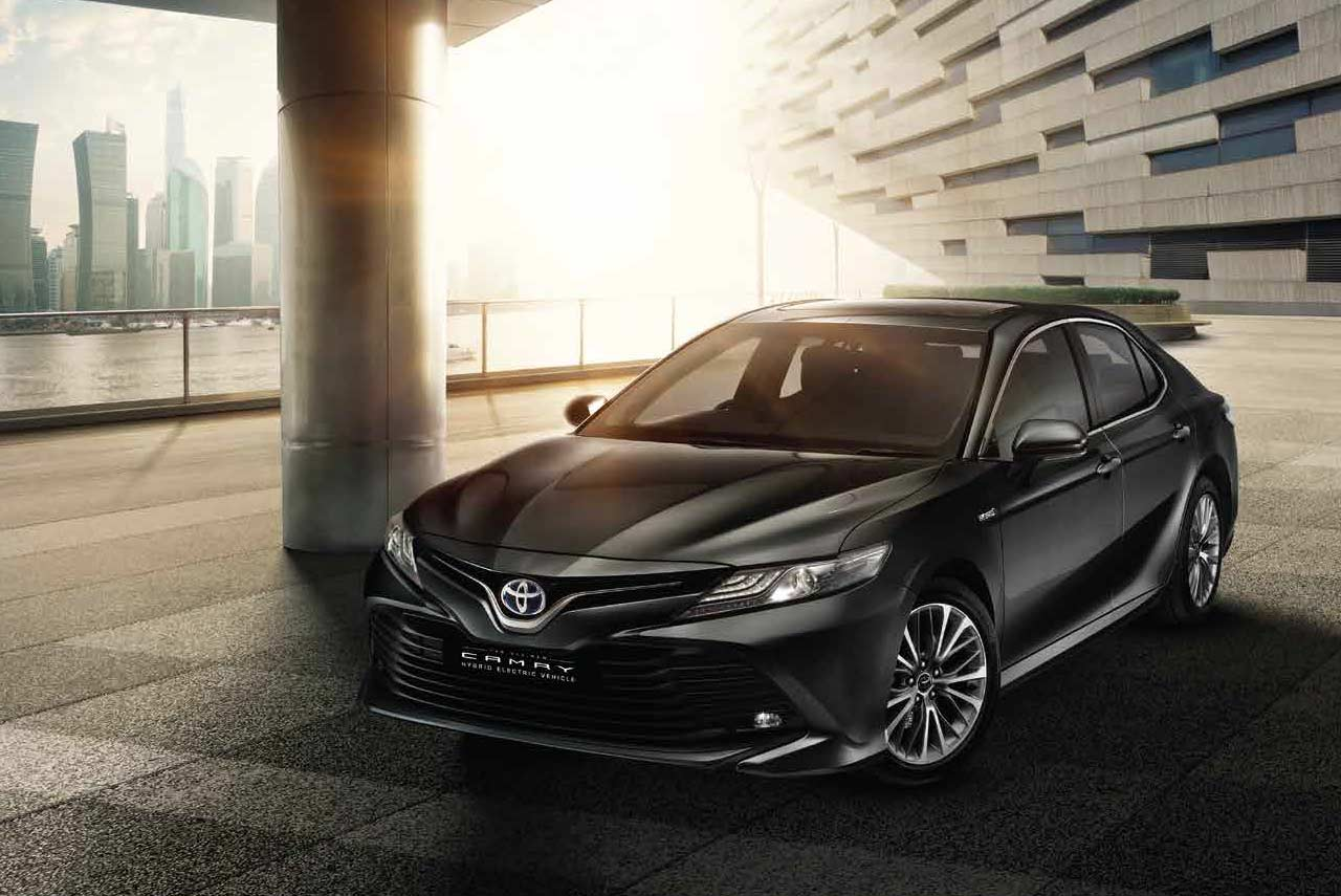 2019 Toyota Camry Hybrid Priced At Inr 36 95 Lakh In India